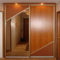 Двери-купе с косыми планками и вставками из ратанга