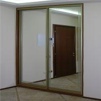Шкаф-купе в нише с зеркальными дверями